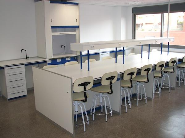 Colegios borda laboratorios mesas para alumnos for Muebles colegio