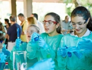 jóvenes en laboratorio